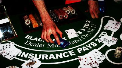 نشان ندادن کارتهای پوکر خود به بازیکنان کناری در کازینو