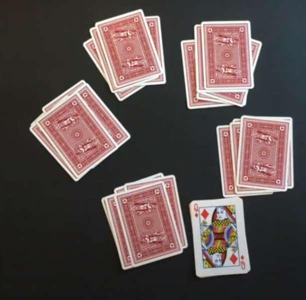 دست دادن کارت ها در بازی فریب ۵ نفره